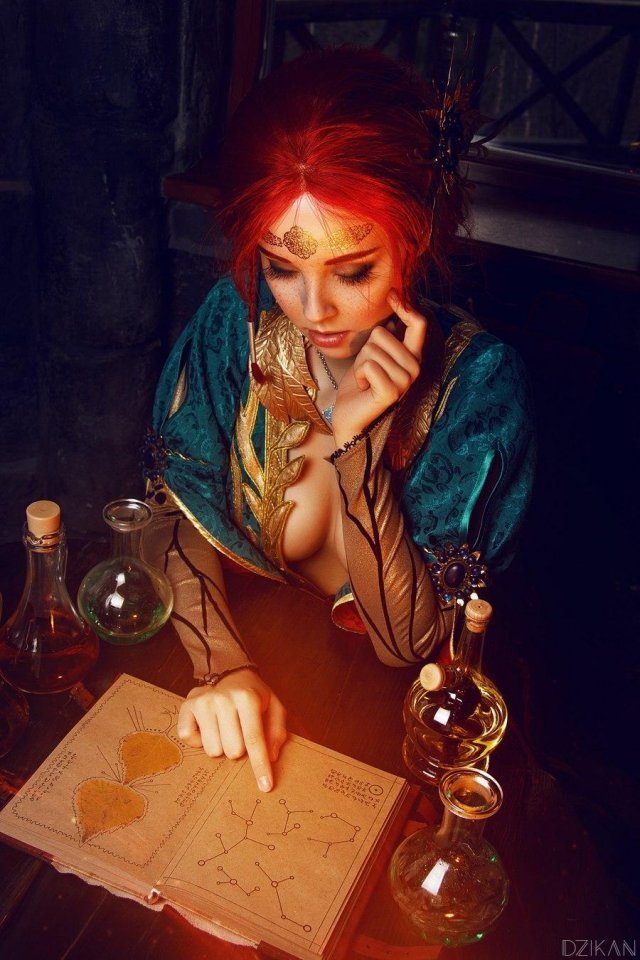 The Witcher 3: Wild Hunt - Triss Merigold Cosplay by Disharmonica